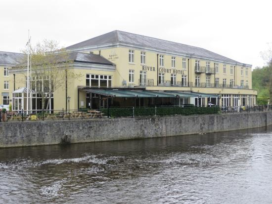 Kilkenny River Court Hotel: River Front View