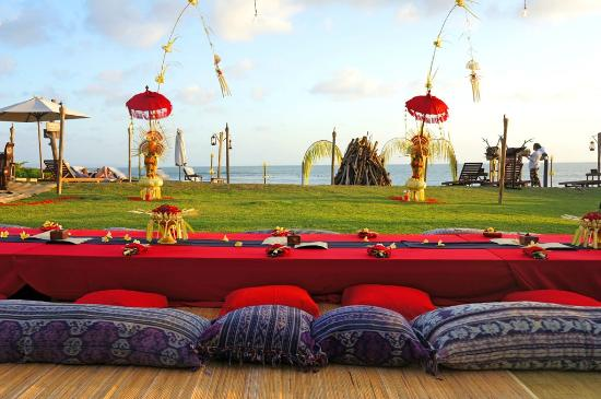 โรงแรมตูกู บาหลี: Hotel Tugu Bali - Full Moon Barbecue On The Beach