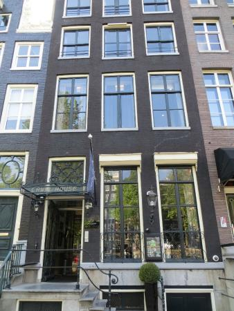 Canal House is a series of converted 17th Century Townhouses