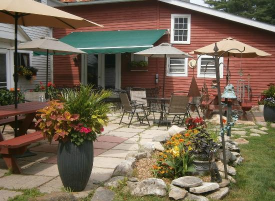 Chester, Βερμόντ: Stone Hearth Inn and Tavern Outdoor Patio Seating