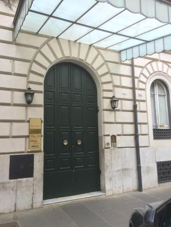 Beau Site - Antica Residenza: The main entrance to the building