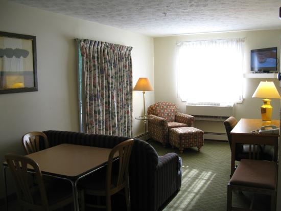 Handys Extended Stay Suites: Queen Suite