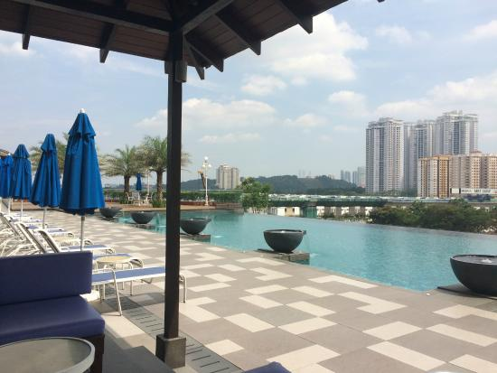 Infinity Pool A Little Less Crowded Than In Singapore 39 S Marina Bay Picture Of The Royale