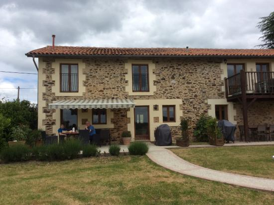 Le Lindois, France: Our patio at the gite.