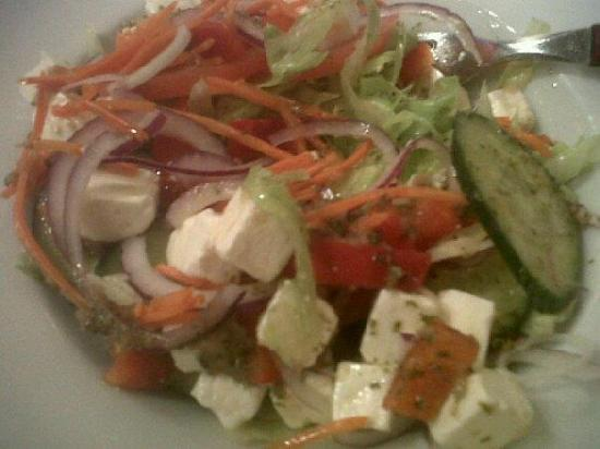 Hotel Old Quarter: Salad served at the bar...with real Dutch cheese yummy!