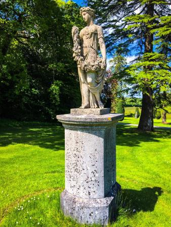 County Laois, Ιρλανδία: A few shots of the House, statues & gardens.