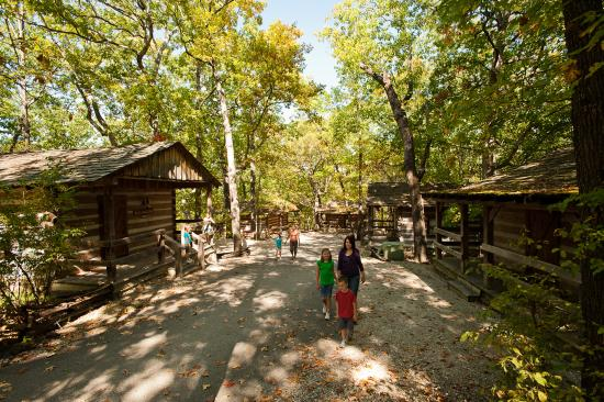 Wilderness cabin lane picture of silver dollar city 39 s for Cabins near silver dollar city