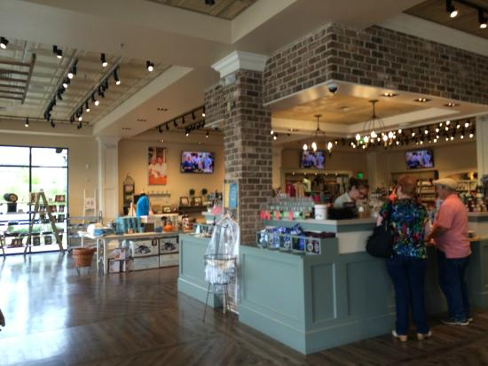 Outside  Picture of Paula Deen39;s Family Kitchen, Pigeon Forge