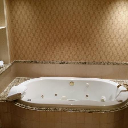 Hotels In Council Bluffs With Jacuzzi In Room