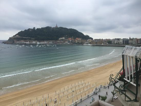 Looking down from Monte Urgall - Picture of La Concha Beach, San Sebastian - ...