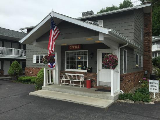 Americas Best Value Inn & Suites Lake George Photo