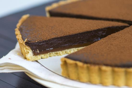 coffee crunch chocolate tart recipe dishmaps coffee crunch chocolate ...