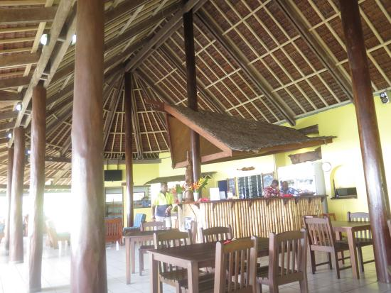 Aore Island Resort: The Nakamaal or communal dining, bar and lounge area.