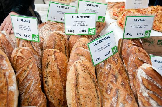 Arpaillargues, Γαλλία: Fresh organic bread available at St Quentin-la-Poterie market