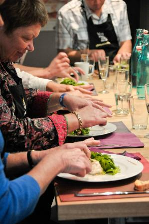 Arpaillargues, Γαλλία: Enjoy a hands-on cooking experience