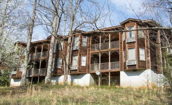 Outside of a 1 bedroom cabin picture of forrest hills - One bedroom apartments dahlonega ga ...