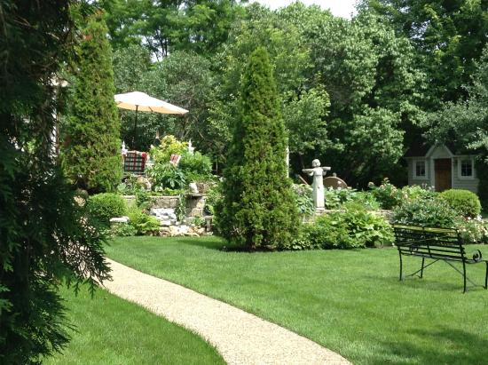 Abbey's High Street Bed and Breakfast: More of the Gardens