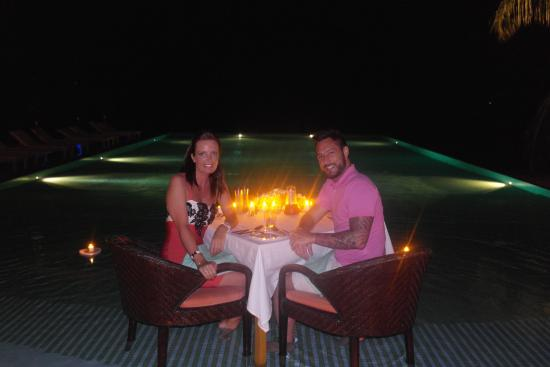 LUX* South Ari Atoll: Dinner in the Senses pool!!