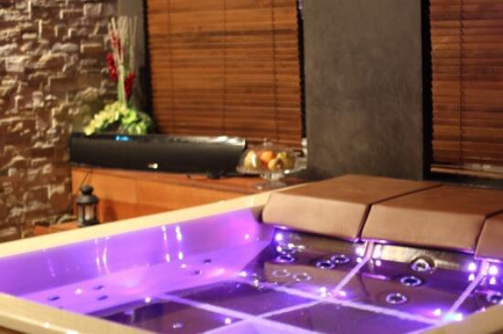 Un spa privatif a lille hammam sauna jacuzzi priv en - Chambre avec spa privatif lille ...