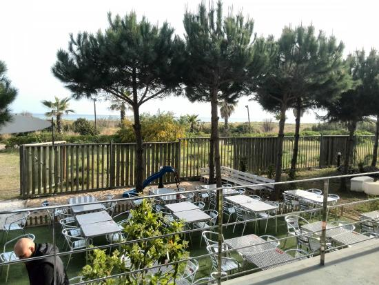 Jardin picture of bar restaurante miralmar platja gava for Bar jardin barcelona