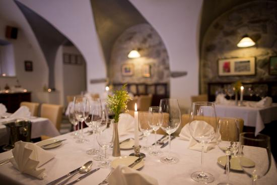 Le jardin cesky krumlov restaurant reviews phone for Restaurant le jardin morat