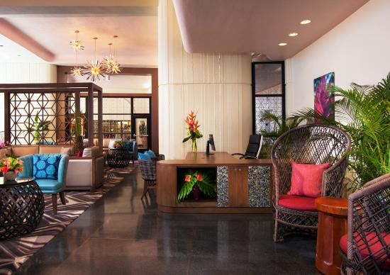 The Royal Hawaiian, a Luxury Collection Resort: Mailani Lounge Concierge Desk