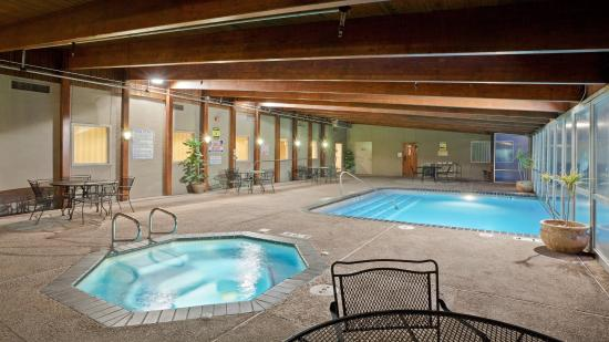 Bar And Lounge Picture Of Holiday Inn Hotel Suites Overland Park West Overland Park