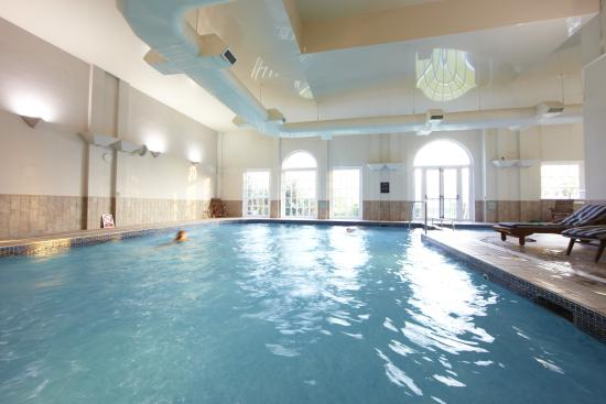 Viva urban spa relaxation area picture of village hotel chester st david 39 s ewloe tripadvisor for North wales hotels with swimming pools