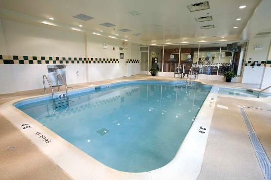 Indoor pool picture of hilton garden inn oakbrook for 1 lincoln center oakbrook terrace il
