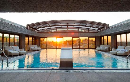 Hilton Madrid Airport: Outdoor Swimming Pool