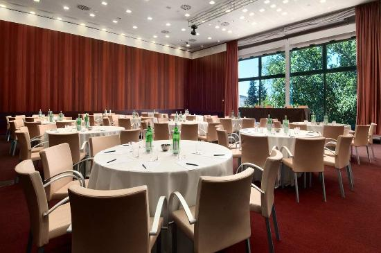 Meeting Room Cabaret Style Picture Of Hilton Florence