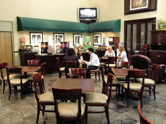Hampton Inn & Suites Fairfield: Breakfast Dining Area