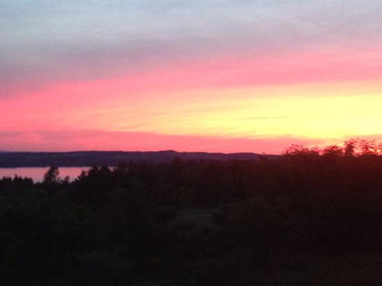 Skaneateles, Νέα Υόρκη: Amazing sunset outside of 1820 House