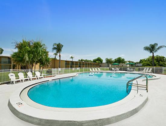 Howard Johnson Inn - Winter Haven