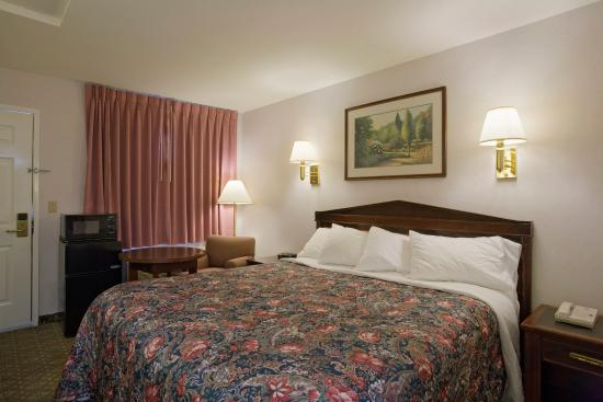 Americas Best Value Inn & Suites - Wine Country: One King Bed