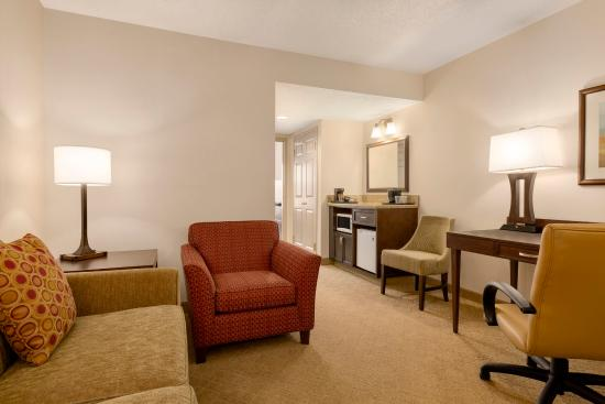 One Bedroom Suite One King Picture Of Country Inn Suites By Carlson Calgary Airport Ab