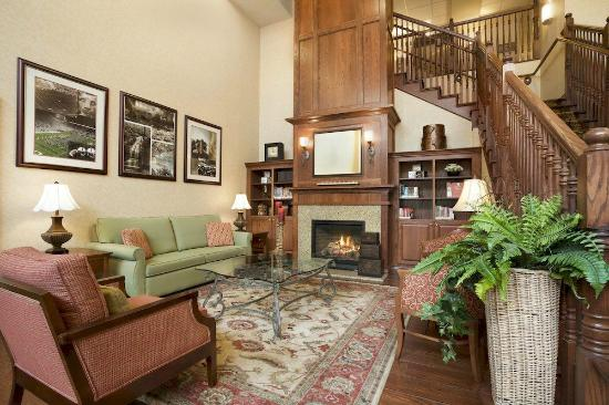 Country Inn & Suites By Carlson, State College (Penn State Area): Lobby Area with Fireplace