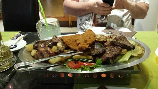 Omis, Croatia: Meat sharing platter