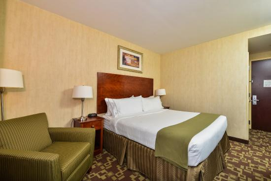 Holiday Inn Express - Staten Island West
