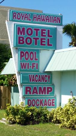 Royal Hawaiian Motel / Botel