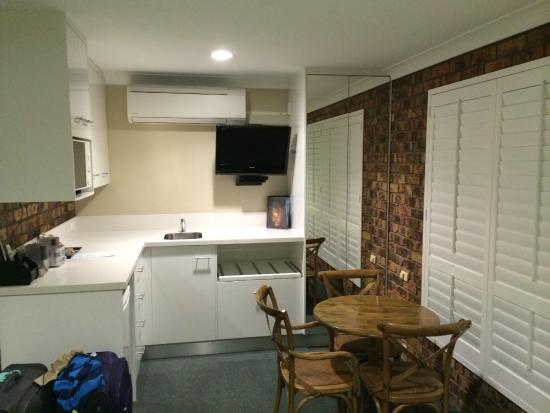 Ballina Palms Motor Inn: Triple room kitchenette