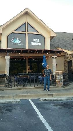Peachtree City, Τζόρτζια: Me in front of the restaurant