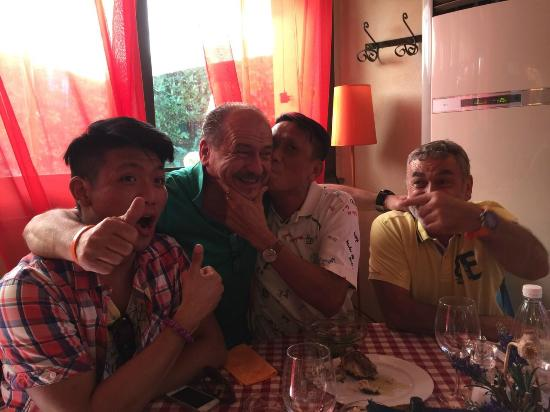 Montopoli in Val d'Arno, Ιταλία: The boss wear green t-shirt and so passion and friendly!
