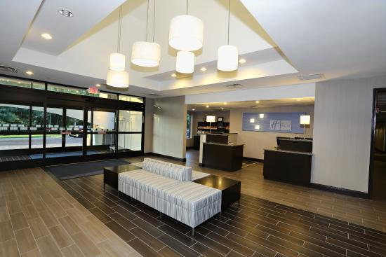 Holiday Inn Express Brentwood South Hotel Entrance