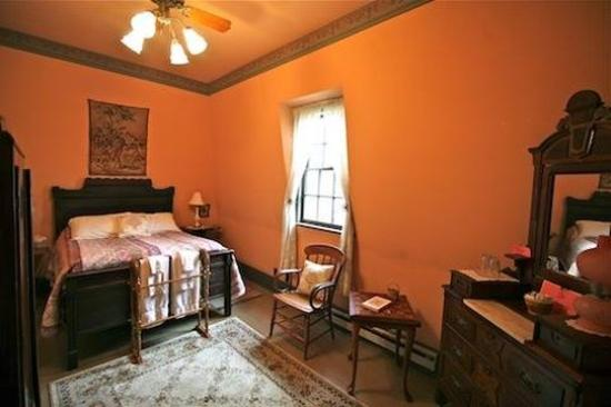 Rugby, TN: Emily Hughes Rm w Double bed