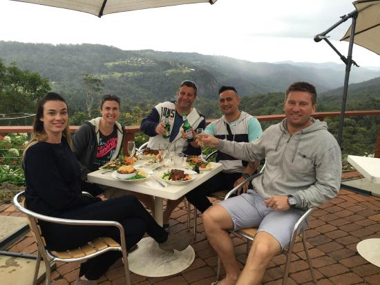 Mount Tamborine, Αυστραλία: Check out the view - cheers :)