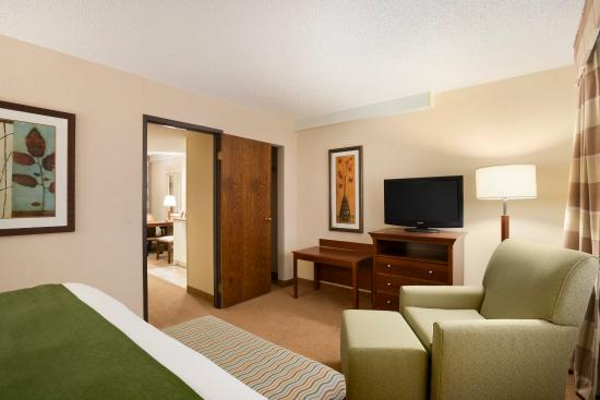 1 Bedroom Suite Picture Of Country Inn Suites By Carlson Lincoln Airport Lincoln Tripadvisor