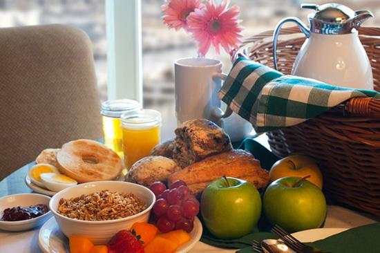 The Harbor Grand: Continental Breakfast