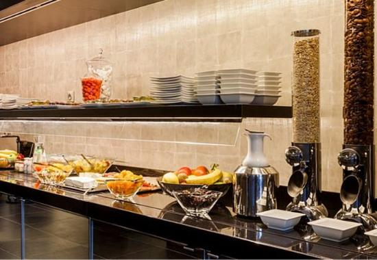 Breakfast buffet picture of ac hotel paris porte maillot for Hotel paris porte maillot