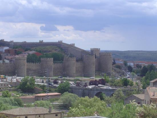 Walls perspective 2 - Picture of The Walls of Avila, Avila ...
